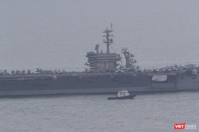 Những hình ảnh đầu tiên của đội tàu sân bay USS Theodore Roosevelt (CVN-71) ở Đà Nẵng ảnh 10