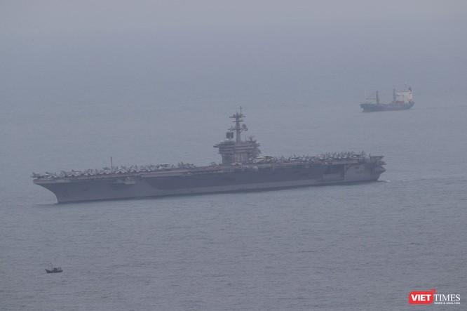 Những hình ảnh đầu tiên của đội tàu sân bay USS Theodore Roosevelt (CVN-71) ở Đà Nẵng ảnh 4