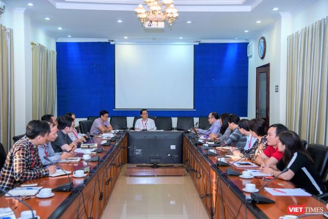 Ban Chỉ đạo lắng nghe các ý kiến đóng góp về công tác phòng, chống dịch COVID-19
