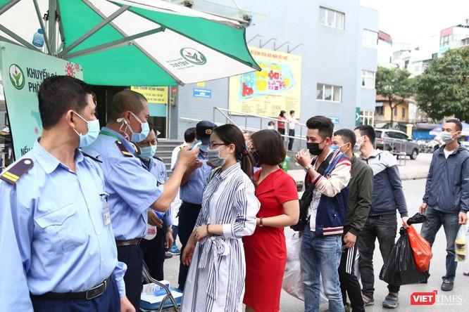 Các bệnh viện tăng cường kiểm tra thân nhiệt tất cả người vào bệnh viện
