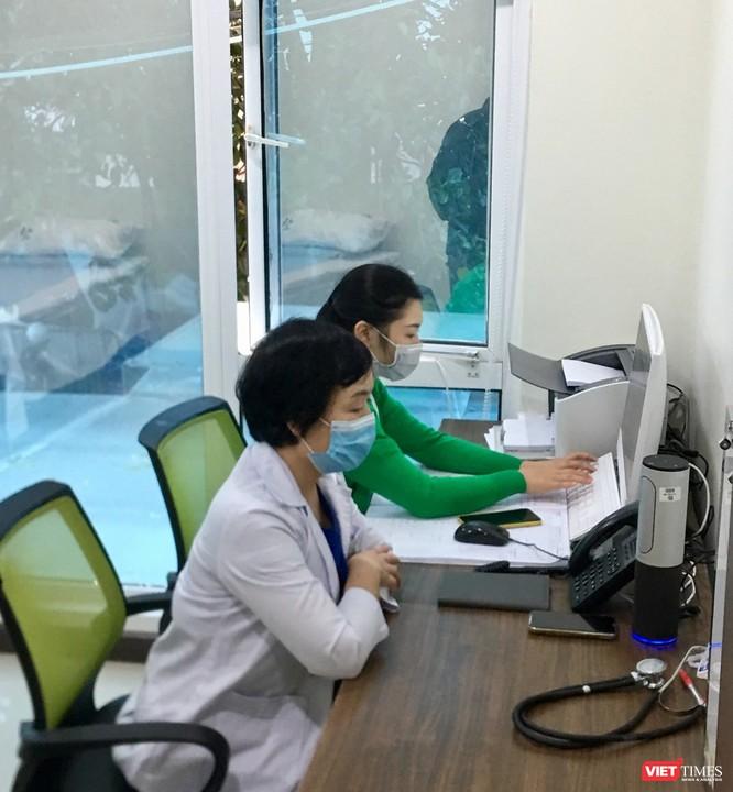 Bác sĩ BV Thu Cúc tư vấn online cho các sản phụ để họ không phải đi lại, tránh lây nhiễm trong mùa dịch bệnh
