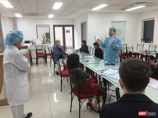 PGS.TS. Lương Ngọc Khuê - Cục Quản lý Khám, chữa bệnh (Bộ Y tế) kiểm tra công tác phòng dịch tại BV Việt Pháp