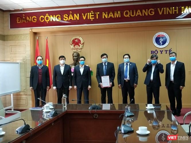 Lãnh đạo Bộ Y tế và Đảng ủy Khối cơ quan Trung ương chúc mừng Thứ trưởng Đỗ Xuân Tuyên trong cương vị mới