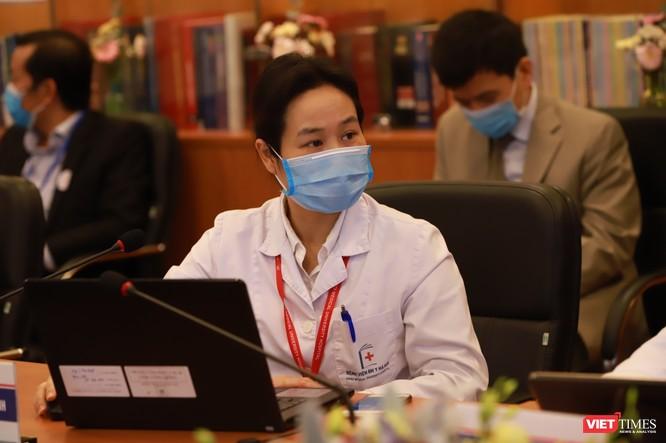 Bác sĩ Bệnh viện Đại học Y Hà Nội hội chẩn, khám bệnh từ xa cho người dân phải cách ly mùa dịch COVID-19 ảnh 5