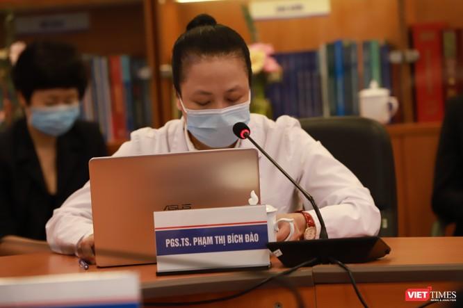 Bác sĩ Bệnh viện Đại học Y Hà Nội hội chẩn, khám bệnh từ xa cho người dân phải cách ly mùa dịch COVID-19 ảnh 2