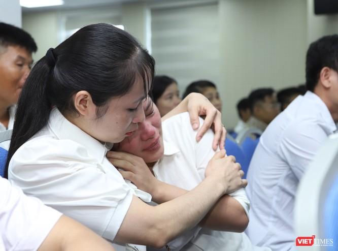 Các gia đình hiếm muộn, khó khăn đã không kìm được xúc động khi nghe thông báo được hỗ trợ TTTON