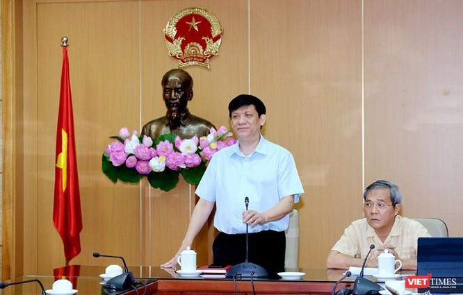 Quyền Bộ trưởng Bộ Y tế Nguyễn Thanh Long chủ trì cuộc họp trực tuyến với Giám đốc Sở Y tế 63 tỉnh, thành phố về mở rộng xét nghiệm COVID-19 tại tất cả các c ơ sở y tế
