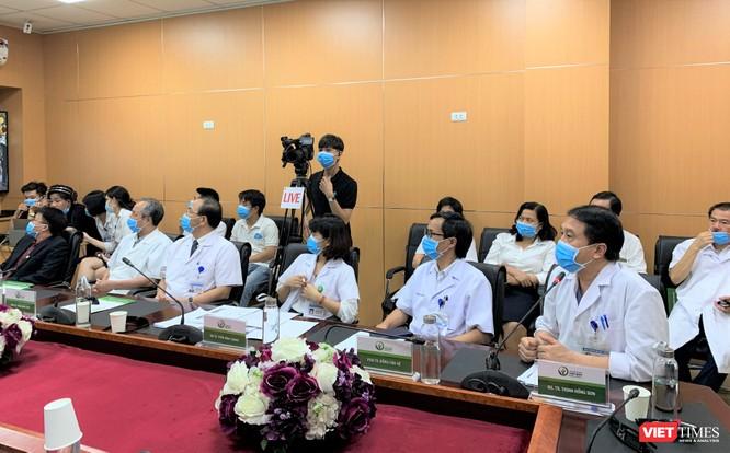 Các chuyên gia hàng đầu về ngoại khoa ở BV Việt Đức tư vấn KCB từ xa cho các BV tuyến tỉnh