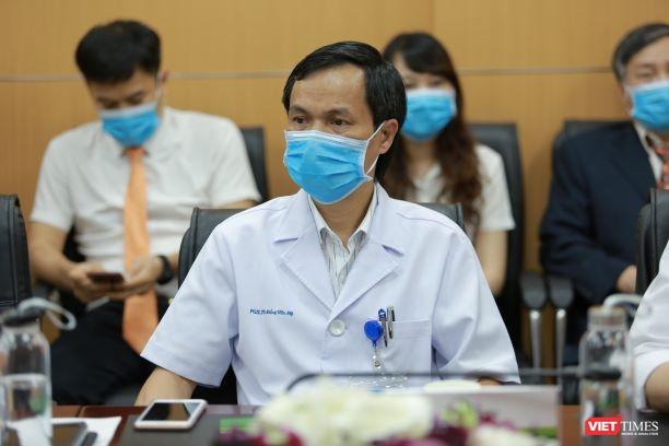 Các chuyên gia đầu ngành tại BV Việt Đức tư vấn cho các bác sĩ tuyến dưới