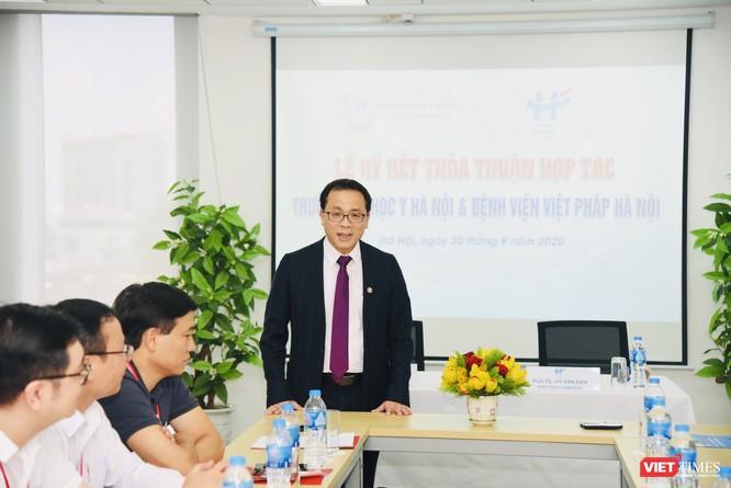 GS. TS. Tạ Thành Văn – Hiệu trưởng Trường Đại học Y Hà Nội - phát biểu khai mạc lễ ký hợp tác
