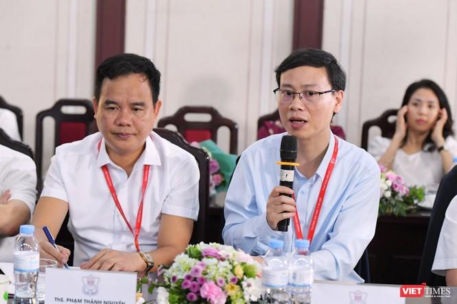 """PGS.TS. Trần Huy Thịnh - Trưởng nhóm nghiên cứu của Dự án """"Phát triển Chip sàng lọc và mô hình dự báo nguy cơ gây bệnh dựa trên hệ gen người Việt"""" phát biểu tại buổi tọa đàm"""