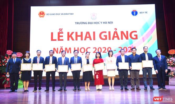 Khai giảng năm học mới, Trường Đại học Y Hà Nội kêu gọi thầy và trò ủng hộ đồng bào miền Trung ảnh 6