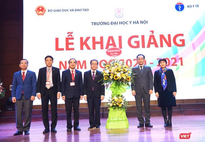 Khai giảng năm học mới, Trường Đại học Y Hà Nội kêu gọi thầy và trò ủng hộ đồng bào miền Trung ảnh 2