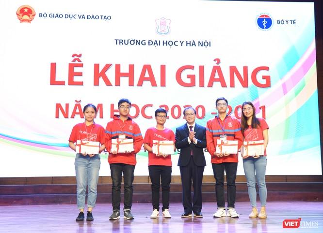 Khai giảng năm học mới, Trường Đại học Y Hà Nội kêu gọi thầy và trò ủng hộ đồng bào miền Trung ảnh 4