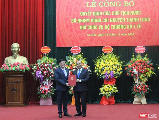 Thủ tướng Nguyễn Xuân Phúc trao quyết định Bộ trưởng Bộ Y tế cho GS.TS. Nguyễn Thanh Long ảnh 2