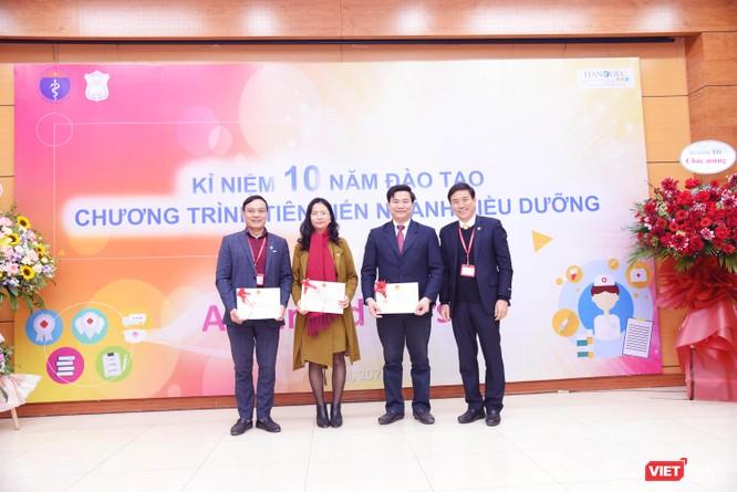 Điều dưỡng do Trường Đại học Y Hà Nội đào tạo được các bệnh viện lớn ở châu Âu hào hứng đón nhận ảnh 5