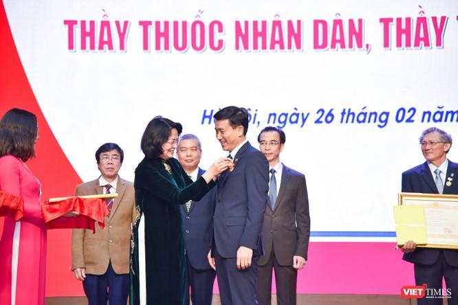 Trường Đại học Y Hà Nội: Đón nhận danh hiệu Thầy thuốc Nhân dân, Thầy thuốc ưu tú cho 22 giảng viên ảnh 2