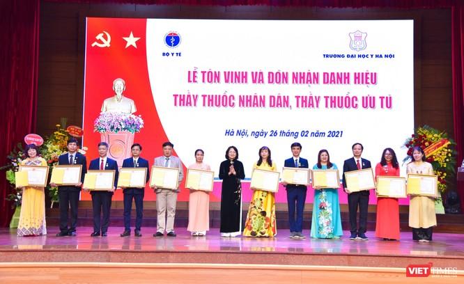 Trường Đại học Y Hà Nội: Đón nhận danh hiệu Thầy thuốc Nhân dân, Thầy thuốc ưu tú cho 22 giảng viên ảnh 4
