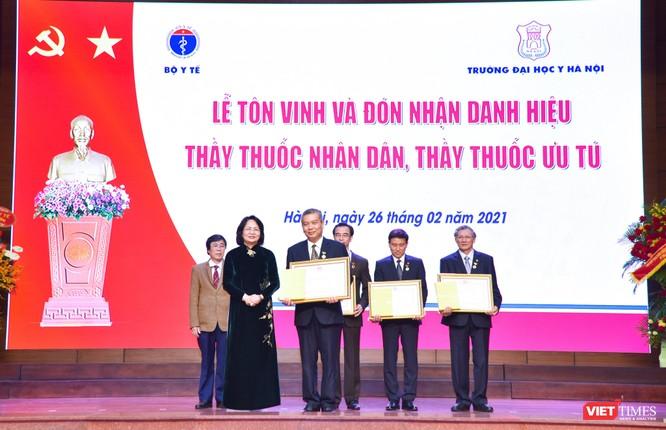 Trường Đại học Y Hà Nội: Đón nhận danh hiệu Thầy thuốc Nhân dân, Thầy thuốc ưu tú cho 22 giảng viên ảnh 3