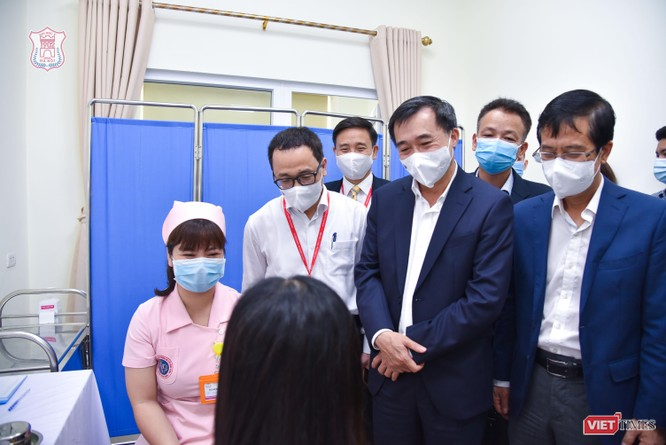 Chính thức tiêm thử nghiệm vaccine COVID-19 do Việt Nam nghiên cứu và sản xuất tại Đại học Y Hà Nội ảnh 4