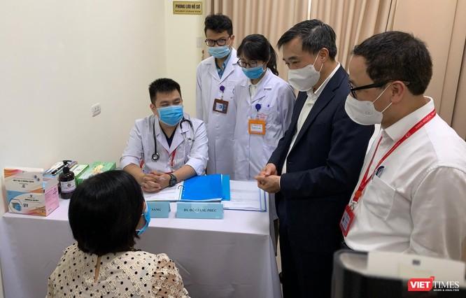 Chính thức tiêm thử nghiệm vaccine COVID-19 do Việt Nam nghiên cứu và sản xuất tại Đại học Y Hà Nội ảnh 6
