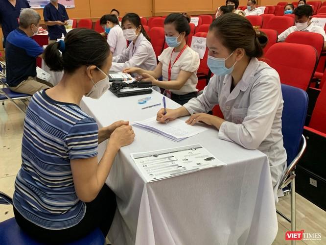 Trường Đại học Y Hà Nội: Đã tổ chức tiêm hơn 5.000 liều vaccine AstraZeneca an toàn và hiệu quả ảnh 2