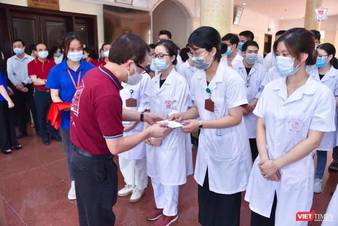Lần thứ 3 trong 10 ngày, Trường Đại học Y Hà Nội đưa cán bộ, sinh viên chi viện tâm dịch Bắc Ninh ảnh 2