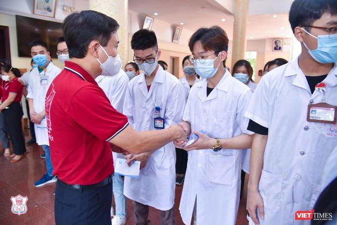 Lần thứ 3 trong 10 ngày, Trường Đại học Y Hà Nội đưa cán bộ, sinh viên chi viện tâm dịch Bắc Ninh ảnh 5