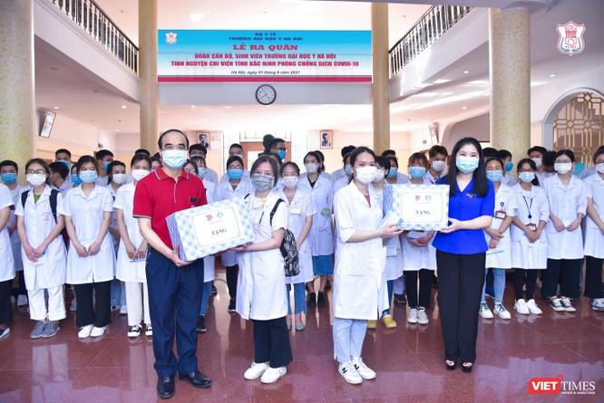 Lần thứ 3 trong 10 ngày, Trường Đại học Y Hà Nội đưa cán bộ, sinh viên chi viện tâm dịch Bắc Ninh ảnh 6