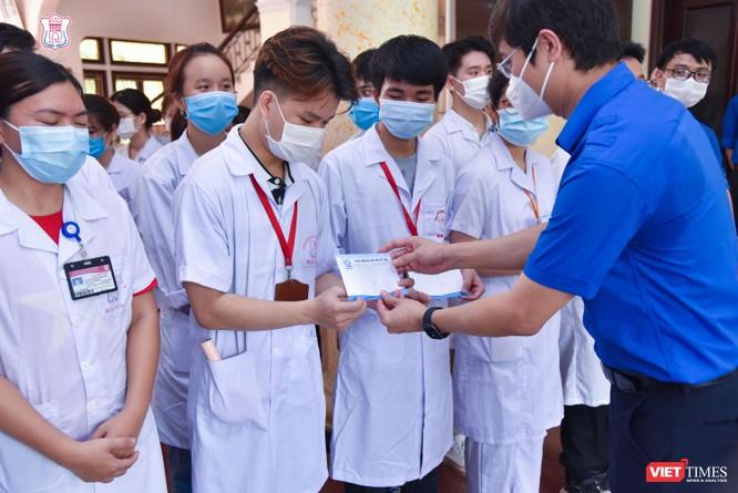 Lần thứ 3 trong 10 ngày, Trường Đại học Y Hà Nội đưa cán bộ, sinh viên chi viện tâm dịch Bắc Ninh ảnh 3