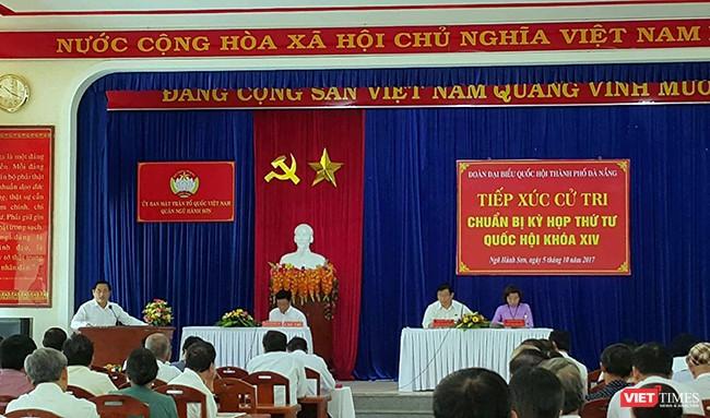 Sáng 5/10, Đoàn đại biểu Quốc hội TP Đà Nẵng đã có buổi tiếp xúc cử tri với cử tri quận Ngũ Hành Sơn và tiếp thu nhiều ý kiến liên quan đến những vấn đề xảy ra trên địa bàn trong thời gian qua