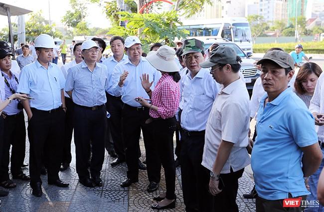 Tại hiện trường kiểm tra công tác chuẩn bị APEC, Chủ tịch UBND TP Đà Nẵng Huỳnh Đức Thơ yêu cầu các ngành, các cấp, các quận huyện vận động các tầng lớp nhân dân cùng chung tay để sự kiện APEC diễn ra thành công