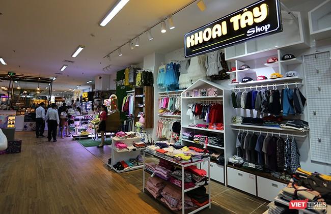 Một góc không gian mua sắm tại Khu phức hợp Thương xá Chợ Hàn- HAN SHOPPING COMPLEX