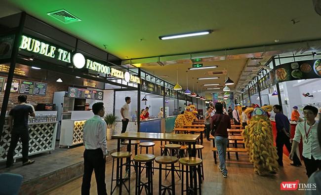 Một góc không gian ẩm thực tại Thương xá Chợ Hàn
