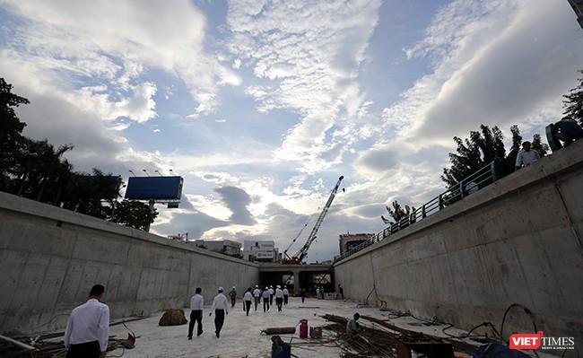 Theo Ban quản lý dự án, công trình đã hoàn thành được 80% khối lượng, nhưng vẫn còn một số hạng mục mới đạt 60% khối lượng