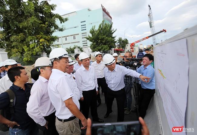 Đại diện các cơ quan báo cáo tình hình thi công, tiến độ thực hiện dự án