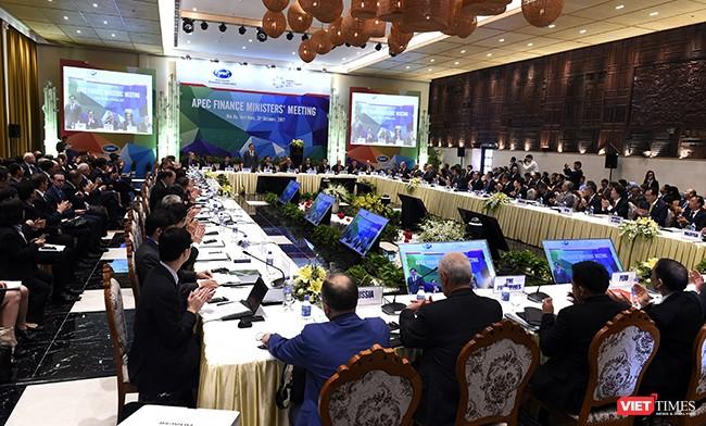 Sáng 21/10, Hội nghị Bộ trưởng Tài chính APEC 2017 (FMM 2017) đã chính thức khai mạc tại Hội An (Quảng Nam) với sự tham dự của Thủ tướng Chính phủ Nguyễn Xuân Phúc và đại biểu cấp cao đại diện của 21 nền kinh tế thành viên APEC.