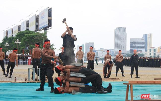 Hơn 2.000 cảnh sát diễn tập chống khủng bố bảo vệ APEC tại Đà Nẵng ảnh 21