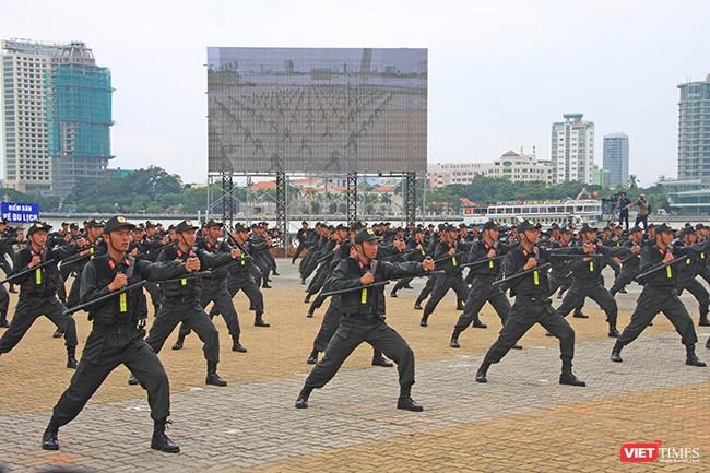 Hơn 2.000 cảnh sát diễn tập chống khủng bố bảo vệ APEC tại Đà Nẵng ảnh 15