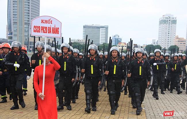 Hơn 2.000 cảnh sát diễn tập chống khủng bố bảo vệ APEC tại Đà Nẵng ảnh 12