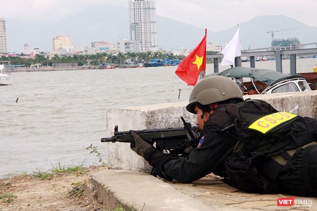 Hơn 2.000 cảnh sát diễn tập chống khủng bố bảo vệ APEC tại Đà Nẵng ảnh 29