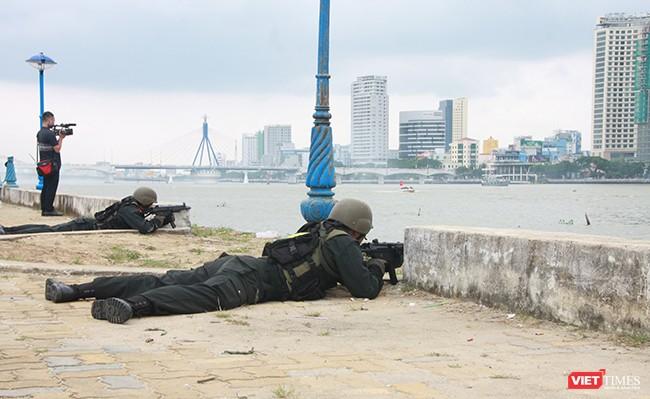 Hơn 2.000 cảnh sát diễn tập chống khủng bố bảo vệ APEC tại Đà Nẵng ảnh 28