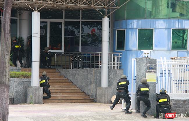 Hơn 2.000 cảnh sát diễn tập chống khủng bố bảo vệ APEC tại Đà Nẵng ảnh 22