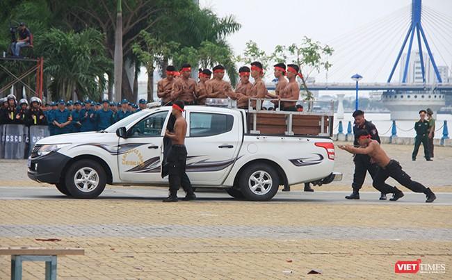 Hơn 2.000 cảnh sát diễn tập chống khủng bố bảo vệ APEC tại Đà Nẵng ảnh 17