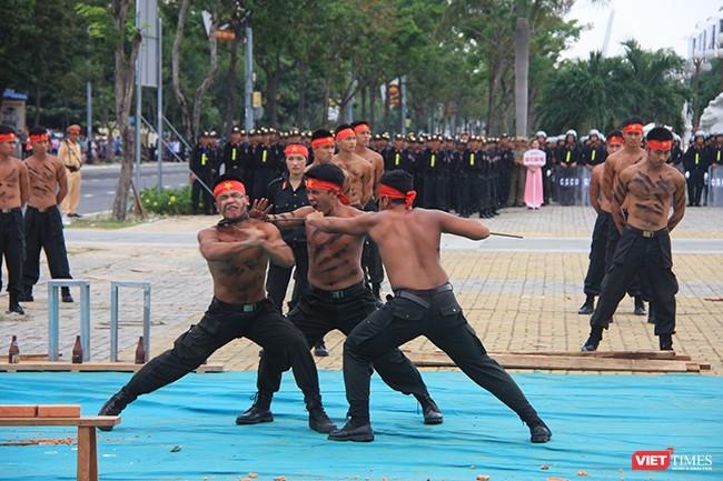 Hơn 2.000 cảnh sát diễn tập chống khủng bố bảo vệ APEC tại Đà Nẵng ảnh 19