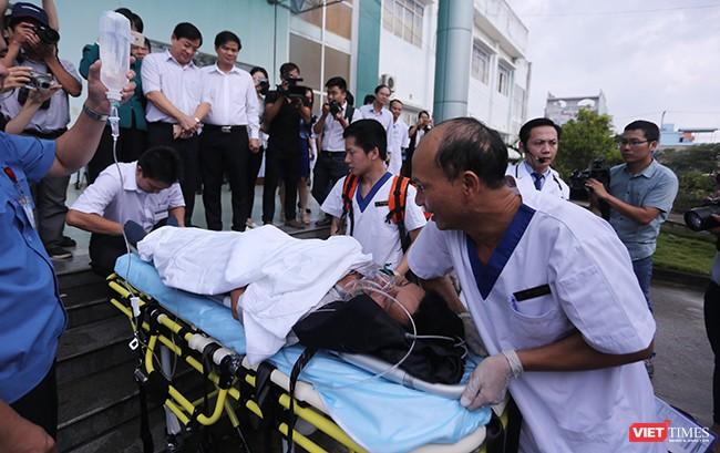 Và nhanh chóng đưa nạn nhân đến cơ sở y tế để điều trị