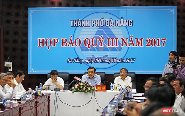 Sáng 26/10, UBND TP Đà Nẵng tổ chức Họp báo thường kỳ quý III/2017, với sự chủ trì của Chủ tịch UBND TP Đà Nẵng Huỳnh Đức Thơ