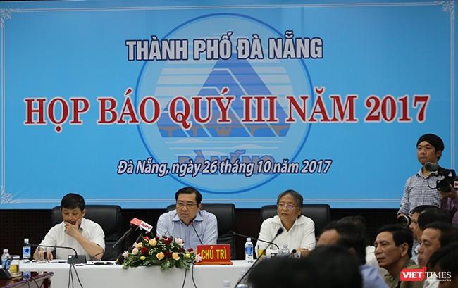 Ông Huỳnh Đức Thơ, Chủ tịch UBND TP Đà Nẵng chủ trì buổi Họp báo