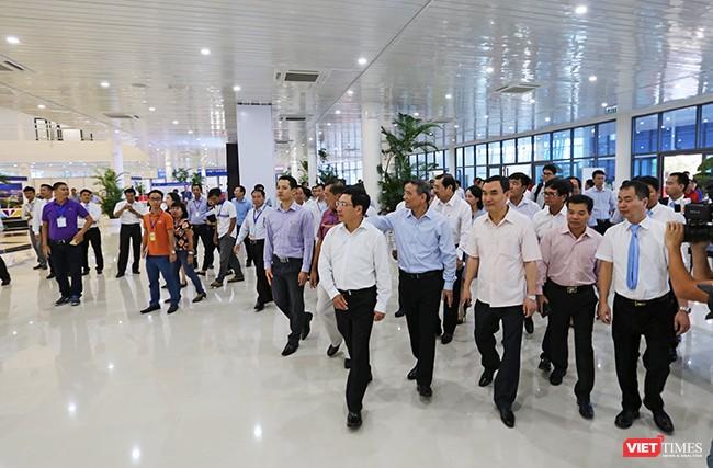 Phó Thủ tướng, Bộ trưởng Bộ Ngoại giao Phạm Bình Minh cùng lãnh đạo các Bộ ngành TƯ và lãnh đạo TP. Đà Nẵng kiểm tra Trung tâm Báo chí Quốc tế APEC 2017.