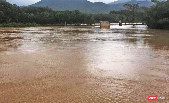 tình trạng mưa lớn diễn ra liên tục trong ngày 31/10-1/11 khiến nhiều vùng trên địa bàn tỉnh Quảng Nam và TP Đà Nẵng bị ngập úng
